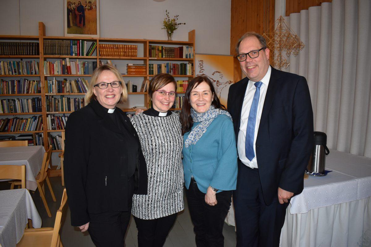 Vuosikokouksen henkilövalintoja Enonkosken luostarissa